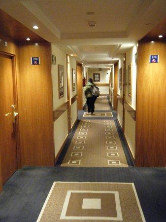 Tryp Madrid Alameda Aeropuerto Hotel : Couloirs calmes