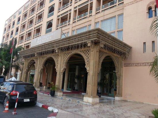 Ryad Mogador Menara : facade de l'hotel