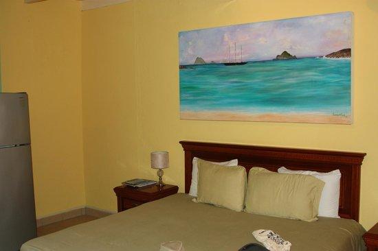 Azure Hotel & Art Studio: room 3