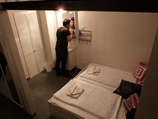 sink area picture of pyjama park hotel und hostel hamburg tripadvisor. Black Bedroom Furniture Sets. Home Design Ideas