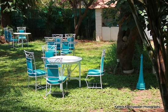 The Tamarind Hotel: The open air dining in garden