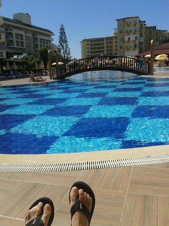 Titan Garden Hotel: het zwembad