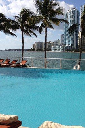 Mandarin Oriental, Miami: Pool overlooking the Bay