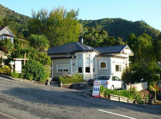 Echo Lodge: steep road