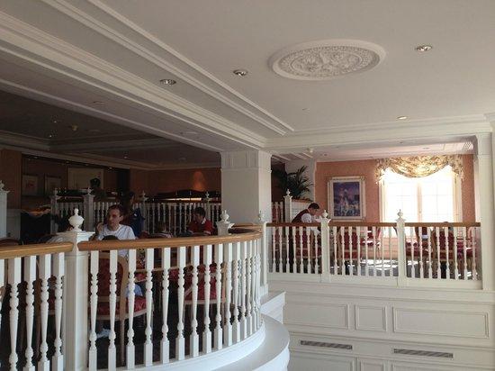 Salon desayunos castle club picture of disneyland hotel for Chambre castle club disneyland hotel
