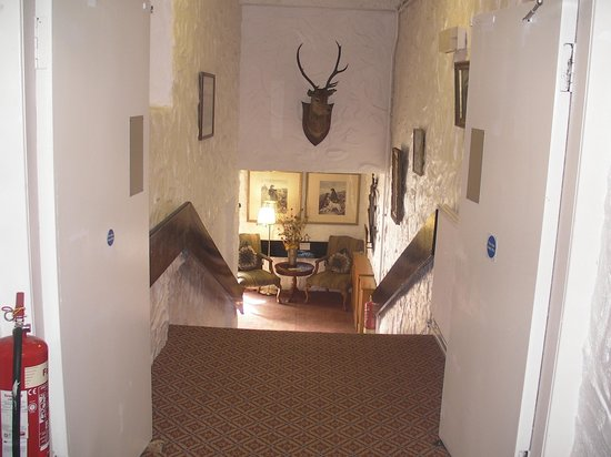 Clachan Cottage Hotel: the charming staircase