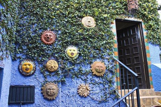 La Villa del Ensueno Hotel: Smiling Suns