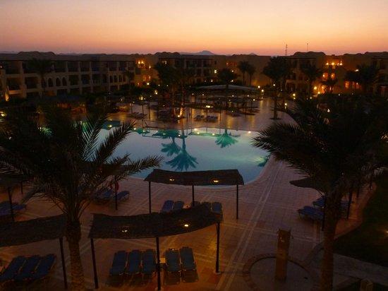 Jaz Samaya Resort : Pool vom Zimmer aus, rechts ist das Meer