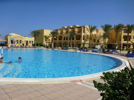 Jaz Samaya Resort : Poollandschaft, mit Poolbar hinten links