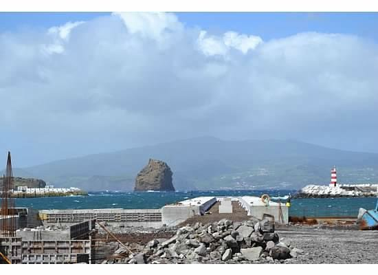 Whale'come ao Pico : another view of Pico Mountain on a sunnier day