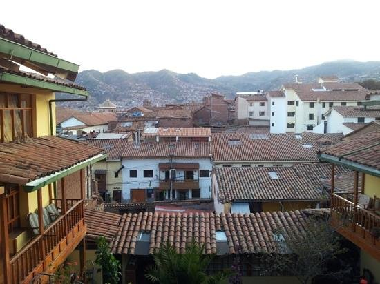 Amaru Hostal: View over courtyard