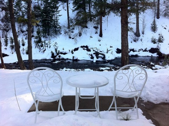 StoneBrook Resort: Behind cabin #1