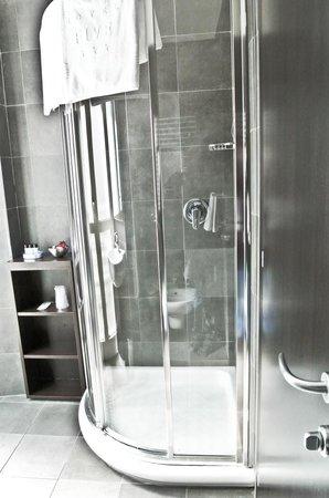 Hotel Five: doccia sapziosa