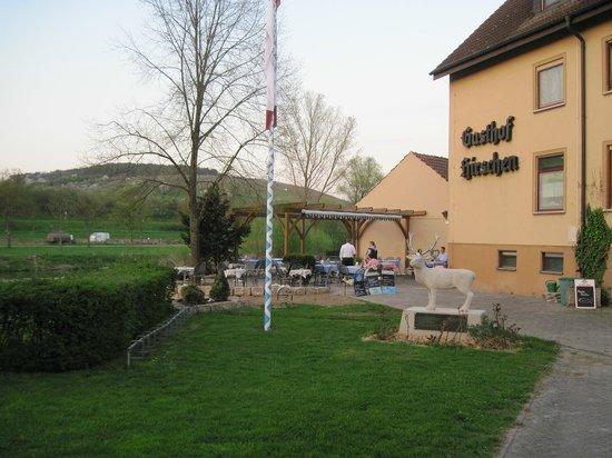 Landgasthof zum Hirschen: Hotel and beer garden by the riverside