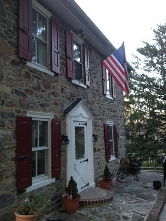 Mill Stone - Mt Penn Lodging: Front - Old Glory