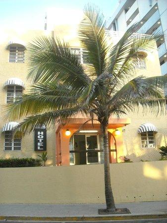 Sandy Beach Hotel: Frente del hotel