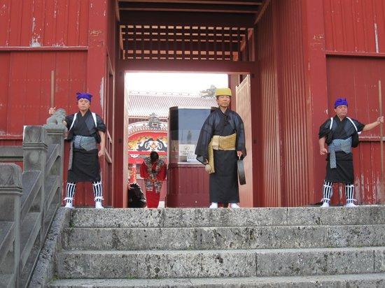 Shurijo Castle: 開門の儀式