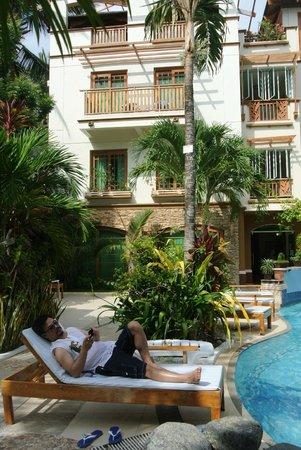 بوراكاي بيتش كلوب: relaxin' by the pool