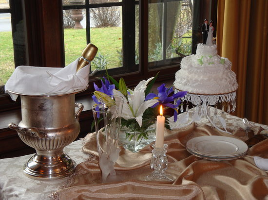 Sobotta Manor Bed & Breakfast: Elopement Package