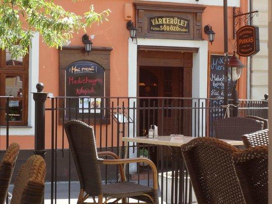 Puskas Varkerulet: L'entrée du restaurant