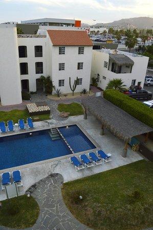 Santa Maria Hotel & Suites: Accesos desde estacionamiento