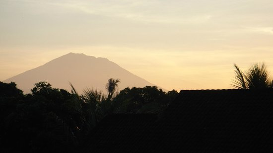 Sehati Guesthouse: Mountain from the 3rd floor