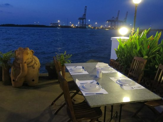 Fort House Restaurant: Fort House Tables