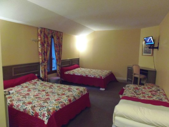 Hotel Le Baudiere : chambre famille