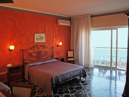 Hotel Costa Azzurra: Camera Tripla o Superior
