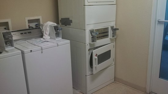 Red Roof Inn U0026 Suites Corpus Christi: No One Ever Cleaned The Laundry Room  That
