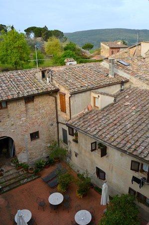 Hotel L'Antico Pozzo: Private patio