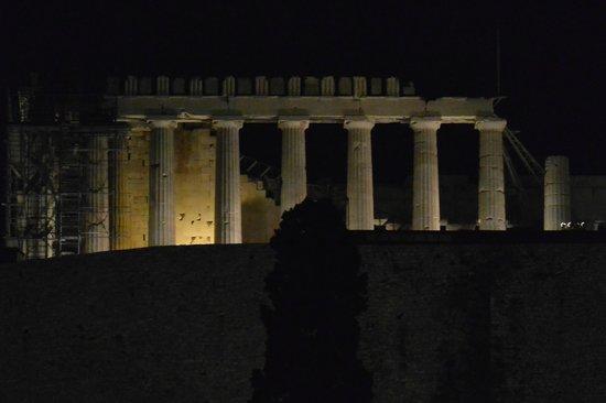 هيروديون أثينا: View from our balcony at night