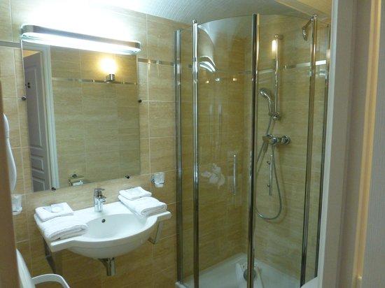 Hôtel Pruly: salle de bain de la chambre Agathe
