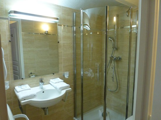 Hotel Pruly: salle de bain de la chambre Agathe