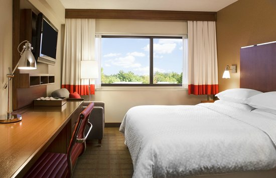 Four Points by Sheraton Manhattan: King Guest Room