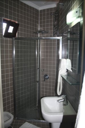Hotel Sebnem: Small Bathroom