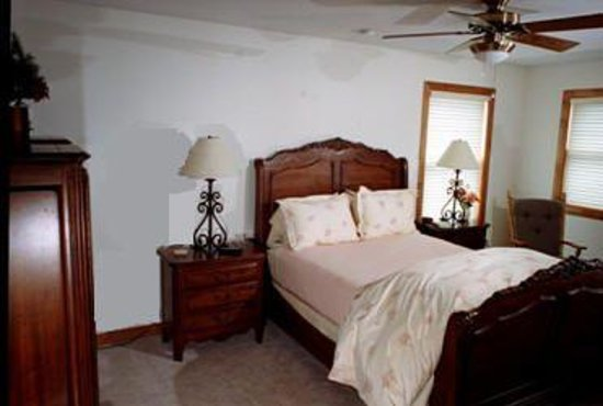 Lake Le Homme Dieu Bed and Breakfast Photo