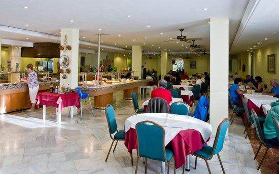 Nerja Club: Breakfast in the dining room.