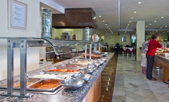 Nerja Club: Breakfast time in the dining room