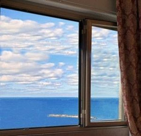 Hotel Vittoria : vista del mare dalla finestra della camera