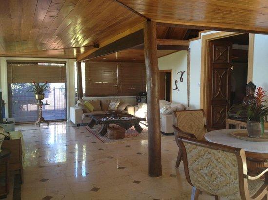 Four Winds Villas: Living area
