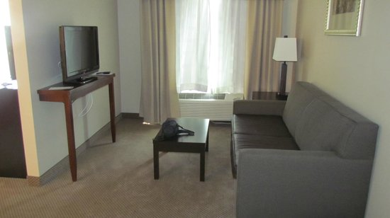 Holiday Inn Express & Suites Twentynine Palms- Joshua Tree: King Suite