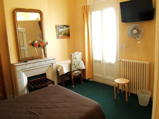 Hotel de provence updated 2017 reviews price for Hotel du theatre salon de provence