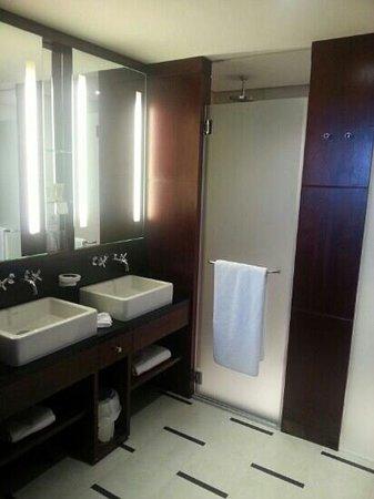 Hôtel LE MAURITIA : salle de bain