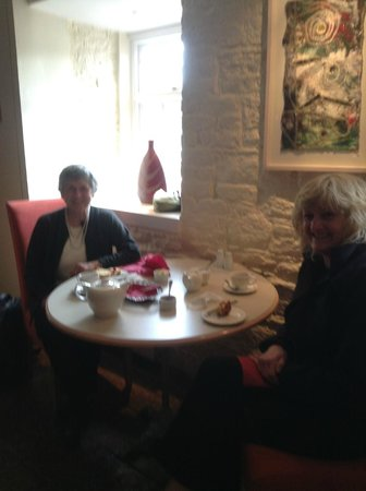 Waterside: Tea and scones on arrival