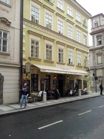 Hotel u Schnellu: U Schnellu side street