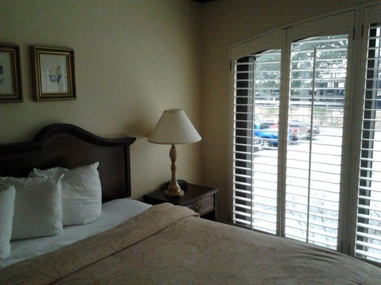 Staybridge Suites Savannah Historic District: Room (overlooking car park)