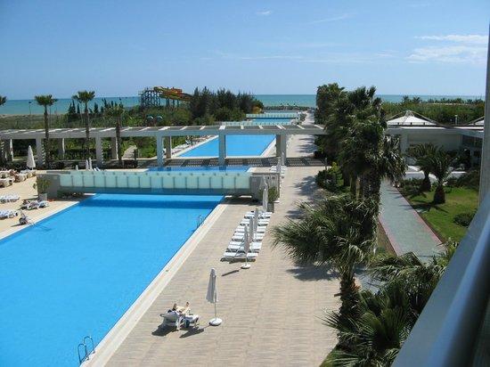 Kervansaray Kundu Hotel: Zwembad vanuit de kamer / balkon