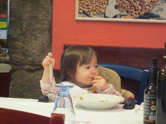 Ca' de Capun Camere Franco : Everyone enjoys the food in Manarola