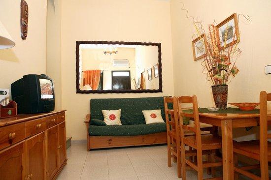 Apartamentos San Pedro: Salon Apartamento